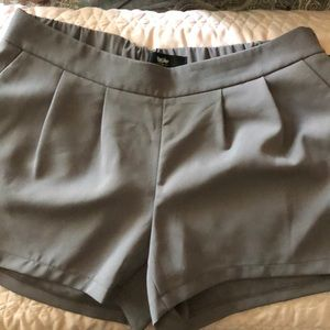 Mossimo gray pleated shorts